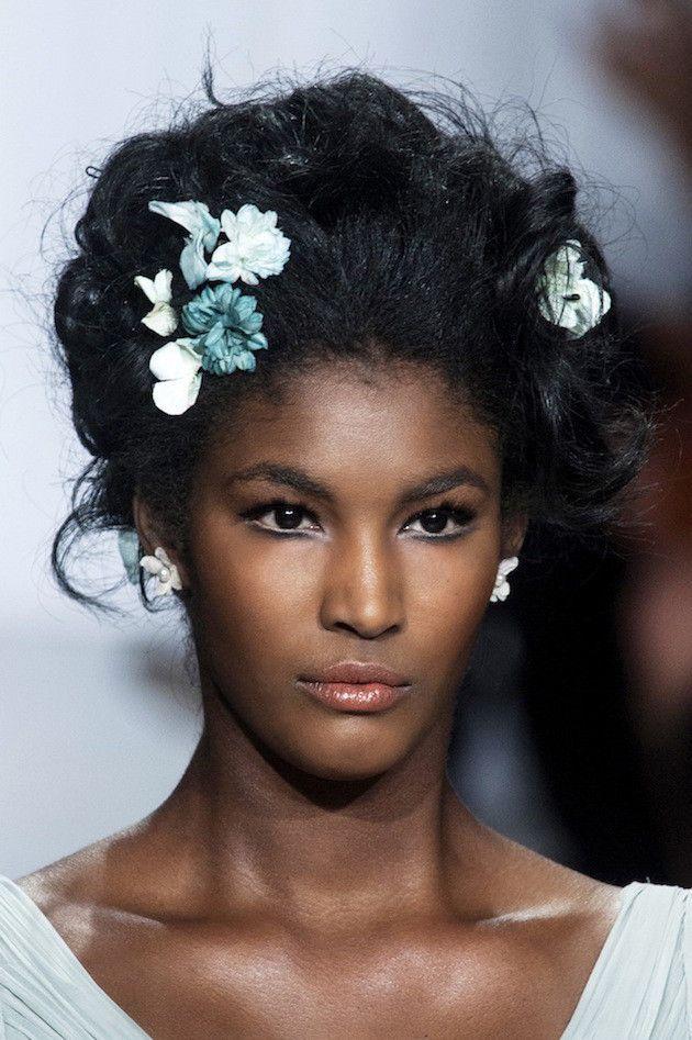 Mini-Hair-Pins-Wedding-Hair-Inspiration-Bridal-Musings-Wedding-Blog-5-630x947
