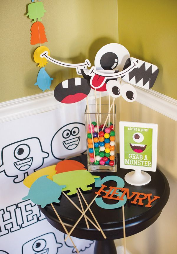monster-photo-booth-props