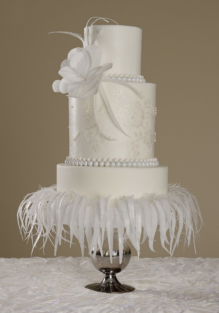 881458sv9r_cake-central-magazine-white-wedding-issue-cover-cake_900