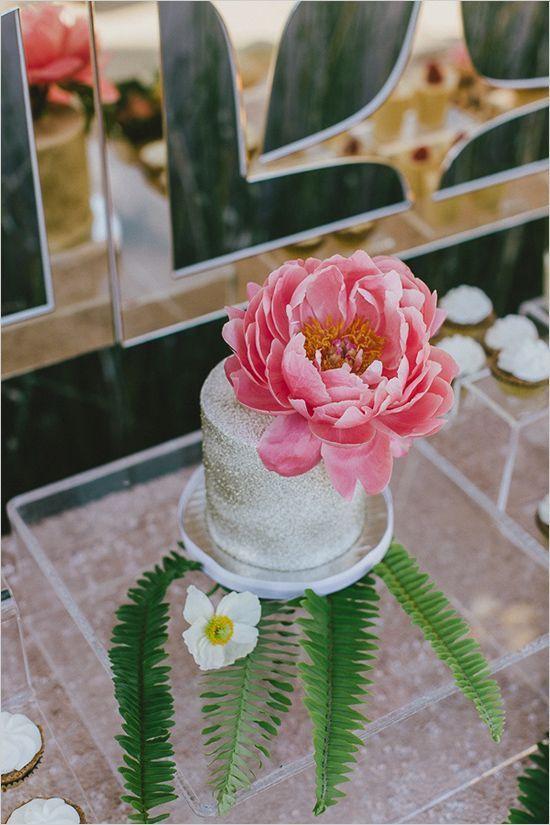 silverdustedweddingcake