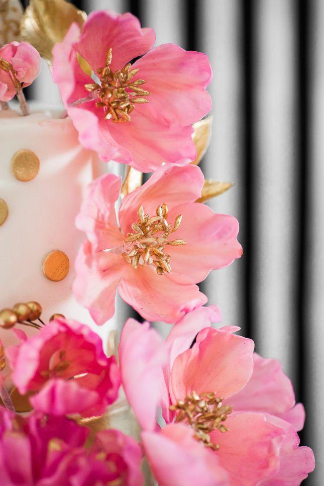 flowers-on-cake