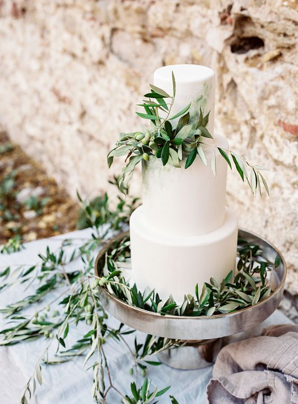 wedding-cake-with-olive-branches.jpg