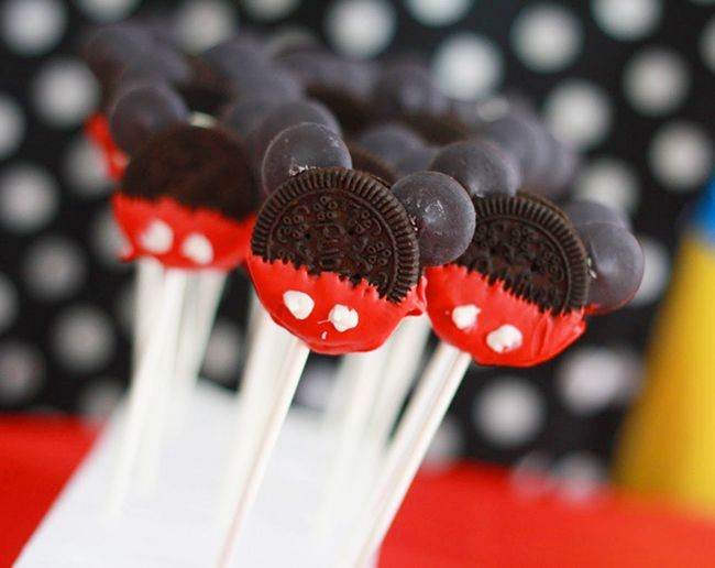 mickey-mouse-oreo-pops.jpg