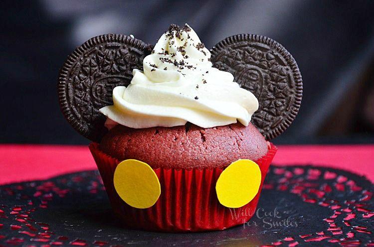 Mickey-Mouse-Red-Velvet-Oreo-Cupcakes-c-willcookforsmiles.com-cucpakes.jpg
