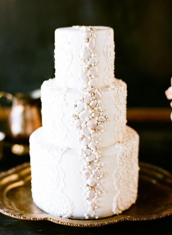 burgundy-wedding-theme-ideas.jpg