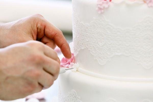 cake-decorating-268984.jpg