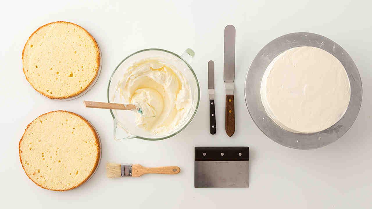 how_to_crumb-coat_a_cake_horiz.jpg
