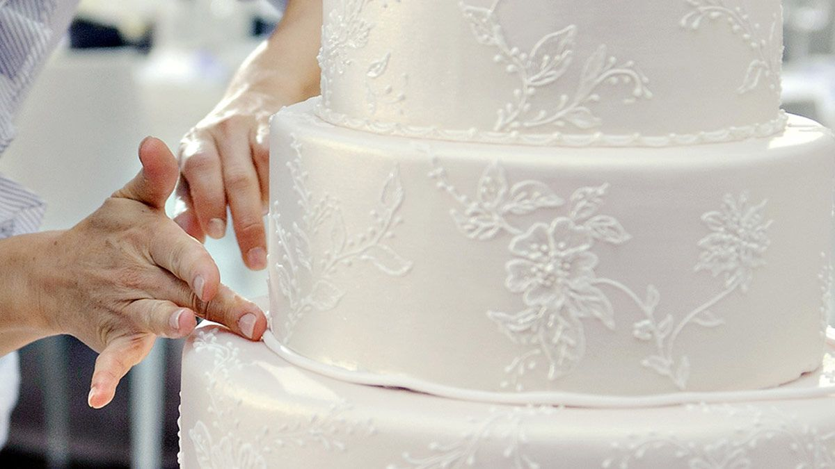 process-of-creating-custom-wedding-cake-5.jpg