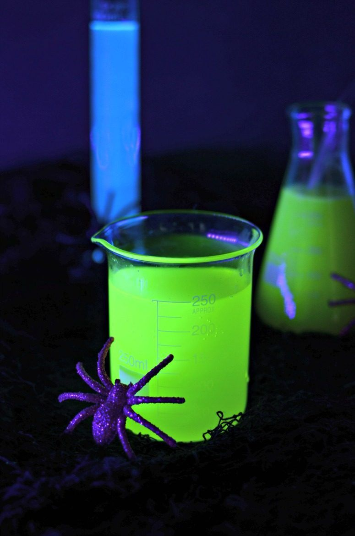blacklight-glow-in-the-dark-cocktails-775x1170