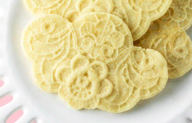 cookies-in-molds-19-crop-copy (1).jpg